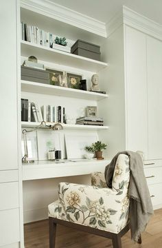 Top Built in Desk Pin Built in Desk. Built-in Desk. Built-in Desk Design… Cottage Style Bedrooms, Style Cottage, Desk Nook, Desk Shelves, Desk Chair, Dining Chair, Shelf Wall, Swivel Chair, Desk Lamp