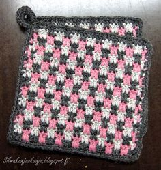 Love Crochet, Diy Crochet, Crochet Crafts, Crochet Projects, Crochet Potholders, Crochet Squares, Sewing Patterns, Crochet Patterns, Crochet Kitchen