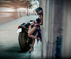 Cafe racers, scramblers, street trackers, vintage bikes and much more. The best garage for special motorcycles and cafe racers. Lady Biker, Biker Girl, Motos Sexy, Chicks On Bikes, Bobber Custom, Foto Top, Moto Cafe, Cafe Racer Girl, Motorbike Girl