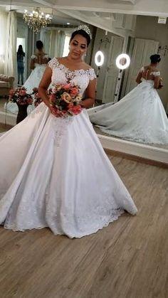 Blue Wedding Invitations, Wedding Colors, Grande, Wedding Dresses, Fashion, Plus Size Wedding Gowns, Plus Size Brides, Bride Groom Dress, Junior Graduation Dresses