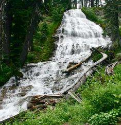 Oregon Waterfalls - Umbrella/Sahale Falls
