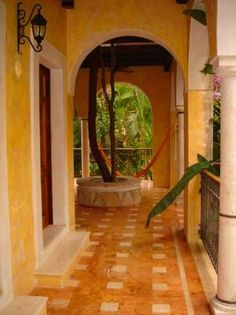Mediterranean - Spanish style Outdoor living area typical of large homes in Sunny hot climates that often you Spice Colors in their architecture. This is in Yucatán Haciendas | Lingua & Praktika