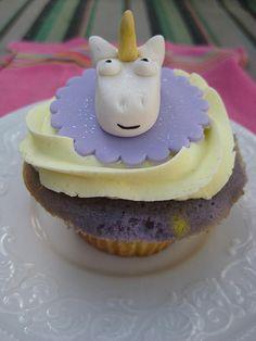 Unicorn cupcakes made me think of @Melissa Squires Squires Squires Squires averinos