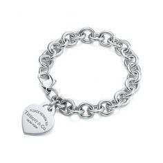 Tiffany & Co. Return to Tiffany™ heart tag charm bracelet in sterling silver Tiffany And Co Bracelet, Tiffany Jewelry, Tiffany Rings, Tiffany Und Co Armband, Tiffany Outlet, Ring Armband, Moda Fashion, Fashion Fashion, Ring Verlobung