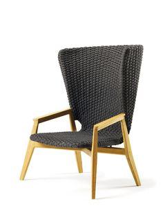 Armsessel Knit Lounge mit hoher Rückenlehne aus bequemen Flachseil in natürlichen Teak oder Stromboli Schwarz Mahagoni.