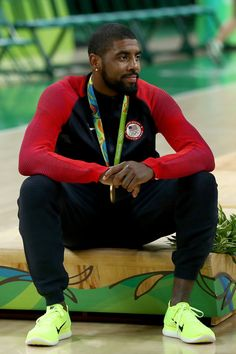 Kyrie Irving joins three NBA Hall of Famers in winning gold medal & NBA title in same year :O Nba Players, Basketball Players, Kyrie Irving 2, Irving Nba, Cleveland Caveliers, I Love Basketball, Basketball Birthday, Kyrie 3, Nba Fashion