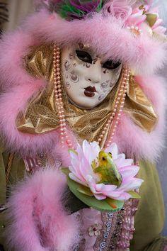 Venice Carnivale, Venice Mask, Venetian Carnival Masks, Carnival Of Venice, Red And Pink, Pretty In Pink, Costume Venitien, Anastasia, Art Costume