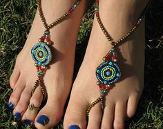 Multicolor muestra de paz madera sandalias pies por HouseOfBlaise