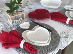 Compre essas louças em formato de coração no nosso site Sushi, Romantic Gestures, Japanese Dinner, Organization Hacks, Harvest Table Decorations, Boyfriends, Dishes, Home, Objects