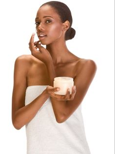 13 Skincare Products Every Black Girl Should Use To Get Rid Of Dark Spots and Acne Clear Skin Overnight, Black Skin Care, Rides Front, Whitening Face, Les Rides, Hormonal Acne, Dark Skin Tone, Natural Skin Care, Natural Hair