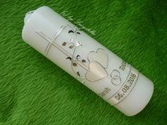 **Hochzeitskerze Herz Kreuz Perlen perlmutt silber** Kerzengröße: 230/70 mm weiß  Die Hochzeitskerze ist inklusive Beschriftung. (Namen und Datum)  Es handelt sich ausschließlich um...