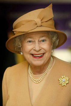 Queen Elizabeth II of the United Kingdom, wearing The Frosted Sunflower Brooch. The Queen, also is wearing Queen Mary's Button Earrings and The Queen's Three Strand Necklace of Family Pearls. Die Queen, Hm The Queen, Royal Queen, Her Majesty The Queen, Save The Queen, Royal Uk, Tilda Swinton, Prinz Philip, Queen Hat