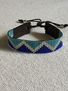 Dark, light blue with silver miyuki delica bracelet! Beaded Braclets, Bead Loom Bracelets, Simple Bracelets, Bracelet Crafts, Seed Bead Jewelry, Seed Bead Earrings, Beaded Jewelry, Thread Bangles Design, Bead Loom Designs