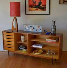 Mid-century furniture: Let's fall in love with the most dazzling mid-century modern credenza that will fit beautifully in your mid-century modern interior Mid Century Modern Decor, Mid Century Modern Furniture, Midcentury Modern, Modern Lamps, Danish Modern, Eclectic Modern, Modern Clock, Casa Retro, Vintage Sideboard