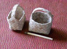 Lakeudentie 20:  Miniature baskest made of fake birch bark