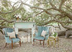 vintage lounge under the oaks. Styling and design Mrs. Vintage // Venue: Stella Plantation // Photo: Maile Lani photography // Florals: Kim Starr Wise