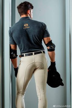 Tight Jeans Men, Men's Jeans, Black Muscle Men, Sport Fashion, Mens Fashion, Hot Hunks, Men In Uniform, Equestrian Style, Sport Man