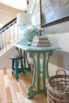Beachy entry table