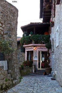 Albergo Bar Ristorante Castello Di Frizzi in  Tenno ~ Trentino-Alto Adige, Italy