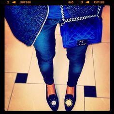 la-modella-mafia-Miroslava-Duma-with-a-blue-Chanel-Boy-bag-.jpeg (612×612)