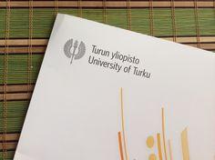 KOULUTUS: Valmistuin toukokuussa 2012 humanististen tieteiden kandidaatiksi Turun yliopiston Kulttuurituotannon ja maisemantutkimuksen koulutusohjelmasta, Porista. Pääaineenani on digitaalinen kulttuuri ja jatkan opintoja kohti gradua.