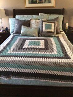 Crochet giant granny square bl