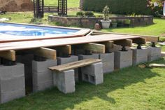 Risultati immagini per piscine semi enterree avec terrasse Above Ground Pool Decks, In Ground Pools, Piscina Pallet, Outdoor Pallet Projects, Intex Pool, Outside Living, Outdoor Furniture Sets, Outdoor Decor, Pool Designs