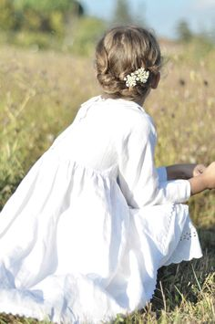 white dress, flowers in her hair Little Girl Dresses, Flower Girl Dresses, Flower Girls, Meadow Garden, Icon Set, Queen Annes Lace, Sweet Girls, Her Hair, Portrait