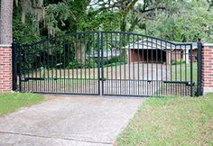 Automatic driveway gates are now being installed in homes of all sizes and price ranges. Find out their benefits, how to install and what gate to buy. Aluminum Driveway Gates, Wrought Iron Driveway Gates, Historic Homes, Garden Design, Arch, Outdoor Decor, Modern, Top, House