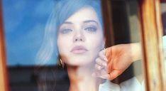 Iphone Wallpaper Glitter, Turkish Beauty, Fashion Sketches, Hoop Earrings, Actors, Novels, Celebs, Historia, Bra Tops