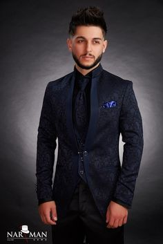 1 new message True Gentleman, Mandarin Collar, Tuxedo, Mens Suits, Costumes, Men's Shoes, Suit Jacket, Menswear, Mens Fashion