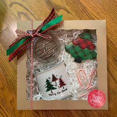 Hot Chocolate Gifts, Christmas Hot Chocolate, Christmas Love, Christmas Goodies, Diy Christmas Gifts, Holiday Crafts, Holiday Fun, Christmas Decorations, Chocolate Bomb