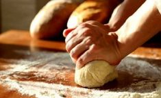 When working with dough, don't flour your hands - coat them with olive oil to prevent them from sticking. Baking Tips, Baking Recipes, Kneading Dough, Kitchen Helper, How To Make Bread, Bread Making, Bread Rolls, Sugar And Spice, Kitchen Hacks