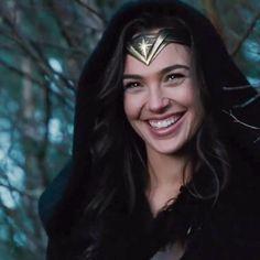 Wonder Woman Fan Art, Gal Gadot Wonder Woman, Gal Gardot, Funny Fun Facts, Justice League Wonder Woman, Boy Photography Poses, Marvel Vs, Best Icons, Beauty Full Girl