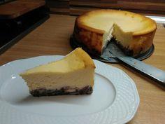 Mákosgubás sajttorta málnával #cheesecake Cheesecake, Desserts, Food, Tailgate Desserts, Meal, Cheese Cakes, Dessert, Eten, Cheesecakes
