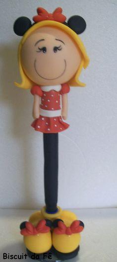Caneta decorada com biscuit menina minnie. pode ser alterado o personagem e detalhes como cabelo e cor da pele R$ 12,00