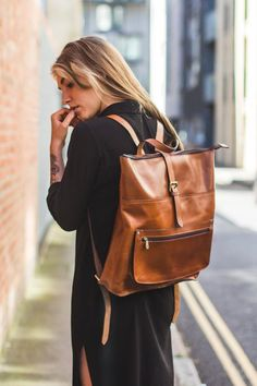 leather handbags and purses Leather Laptop Backpack, Laptop Rucksack, Leather Backpacks, Backpack Outfit, Backpack Bags, Laptop Bag For Women, Look Street Style, Work Bags, Leather Working