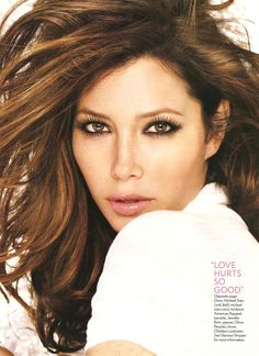 Jessica Biel's perfect makeup look for a brunette with pale skin and hazel eyes: smokey liner and neutral lips