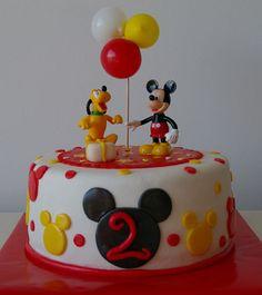 Tarta Mickey Mouse 1 by Tartas y nubes de azúcar, via Flickr