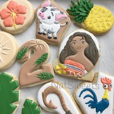 And fish hook cookie Moana Cookies, Disney Cookies, Moana Birthday Party, Moana Party, 2nd Birthday, Peach Cookies, Iced Cookies, Moana Cupcake, Moana Theme