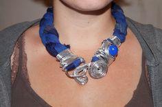collier foulard bijoux en aluminium et tissu de qualité tressé : Collier par missalubijoux