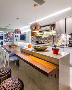Maravilhosa cozinha com ilha em branco itaúnas. #arantes #marmoraria # arquitetura #decoração #design #architecture #cozinha #casa #apartamento #marmore #granito #bancada #sjc #saojosedoscampos