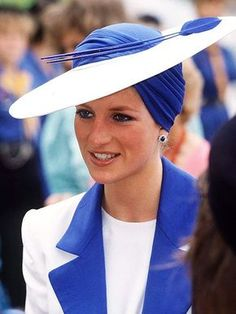 The Princess Diana channeled Old Hollywood in her turban during a March 1989 tour of Dubai, United Arab Emirates.