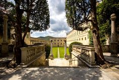 Catajo Castle, one of the largest in Italy, has 350 rooms, staircases for horses, (no need to dismount to reach the piano nobile!), a courtyard which was flooded to stage miniature naval battles, formal gardens, and important frescoes.