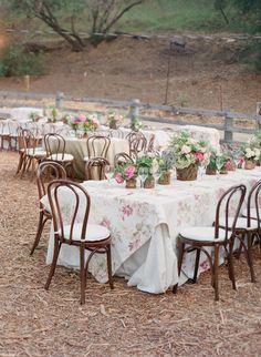 Al Fresco Ojai Valley Rehearsal Wedding Dinner from Elizabeth Messina Photography Table Setting Inspiration, Decoration Inspiration, Wedding Inspiration, Wedding Ideas, Wedding Planning, Wedding Dinner, Rustic Wedding, Wedding Reception, Reception Dresses
