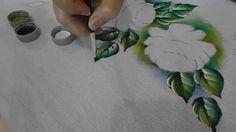 Pintura em tecido folhas Veja esse trabalho concluído , risco e guia de cores em http://arteempinturaemtecido.blogspot.com.br/2014/08/rosas-pintura-em-tecido...