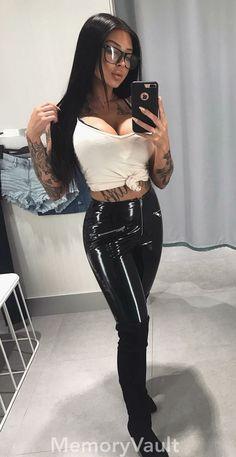 Lack Und Leder, Hübsche Frau, Frauenbilder, Hosen, Anziehen, Lederkette,  Lederstiefel ac233b9963