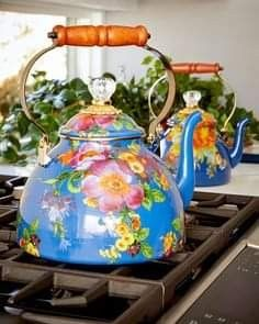 Teapots And Cups, Flower Market, Country Decor, Cup And Saucer, Decorative Accessories, Tea Time, Tea Party, Tea Cups, Pottery