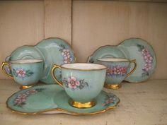 www.ruevintage74.com Juego de té; de porcelana inglesa de los años 20 para 3 personas pintado a mano.  Los platos son...