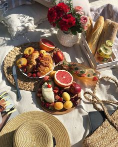 Shared by delphinium_infinitum. Find images and videos about food, aesthetic and nature on We Heart It - the app to get lost in what you love. Cute Food, Good Food, Yummy Food, Comida Picnic, Foodblogger, Aesthetic Food, Food Cravings, Delish, Food Porn